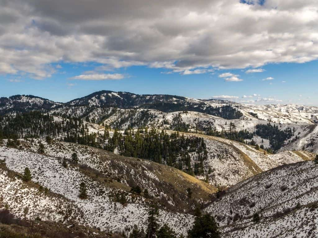 Bogus Basin Mountain Recreational Area offers skiing, snowtubing, and snowboarding in the winter. This is also a popular place in the summer for mountain biking.