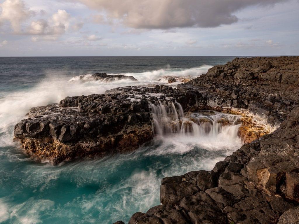 An HD Picture of Queen's Bath in Kauai.